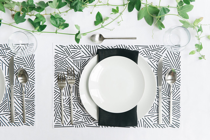 Paper_Placemat_black_and_white
