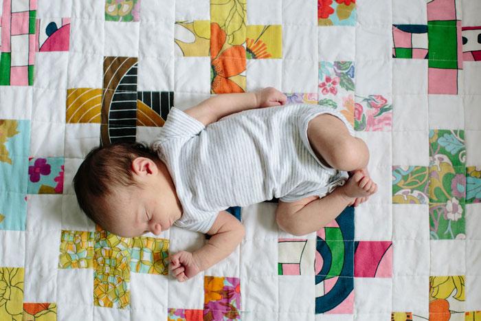 newborn-on-a-quilt